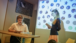Míša a Matyáš, děti podpořené Cestou talentu, vystoupili s divadelním představením