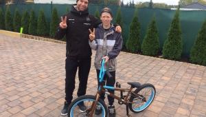 Jen Valenta a jeho žena Andrejka Mírovi, talentové číslo 001, darovali nové kolo!