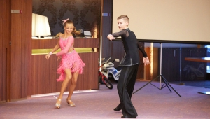 Talentovaná Barunka má díky Cestě talentu nové šaty na latinu