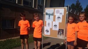 Zleva: Kuba Vojta, Eliška a Barča a jejich sportovní odpoledne na koloběžkách