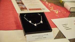 ... nebo překrásný, ručně dělaný, šperk Tři Violky od šperkaře, pana Hanuše Lamra