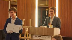 Úžasný tým -- Oliver a Jiří, kteří dobročinnou aukci CESTA TALENTU vedli a moderovali, děkujeme!