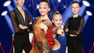 Martin /vpravo/ se svou taneční partnerkou Karolínkou