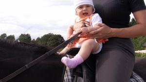 na koni seděla už jako miminko :-)