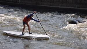 Rád závodí i na paddleboardu