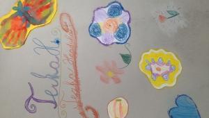 Na svá umělecká díla si udělala krásné desky